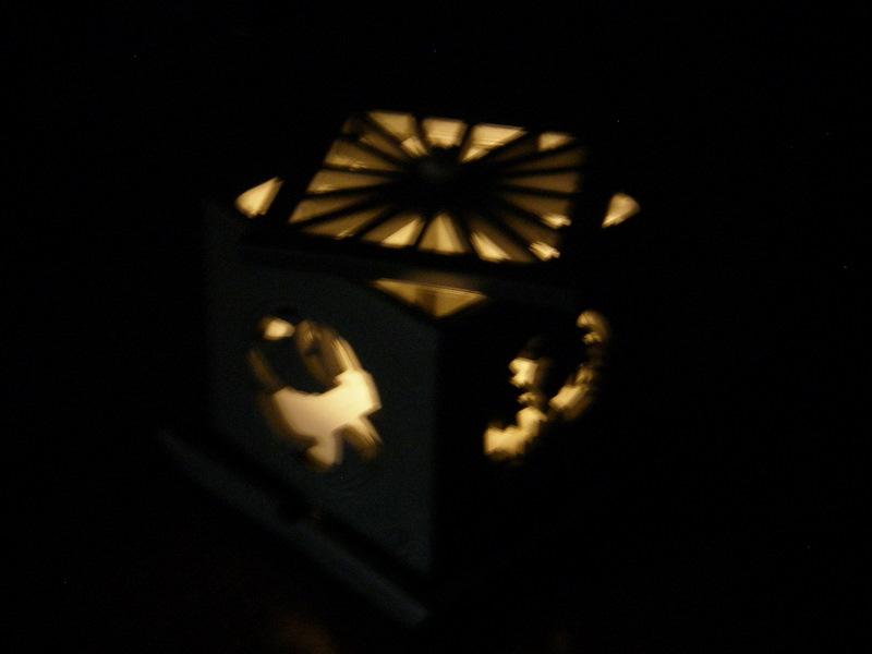 森さん 瓦のランプシェードです
