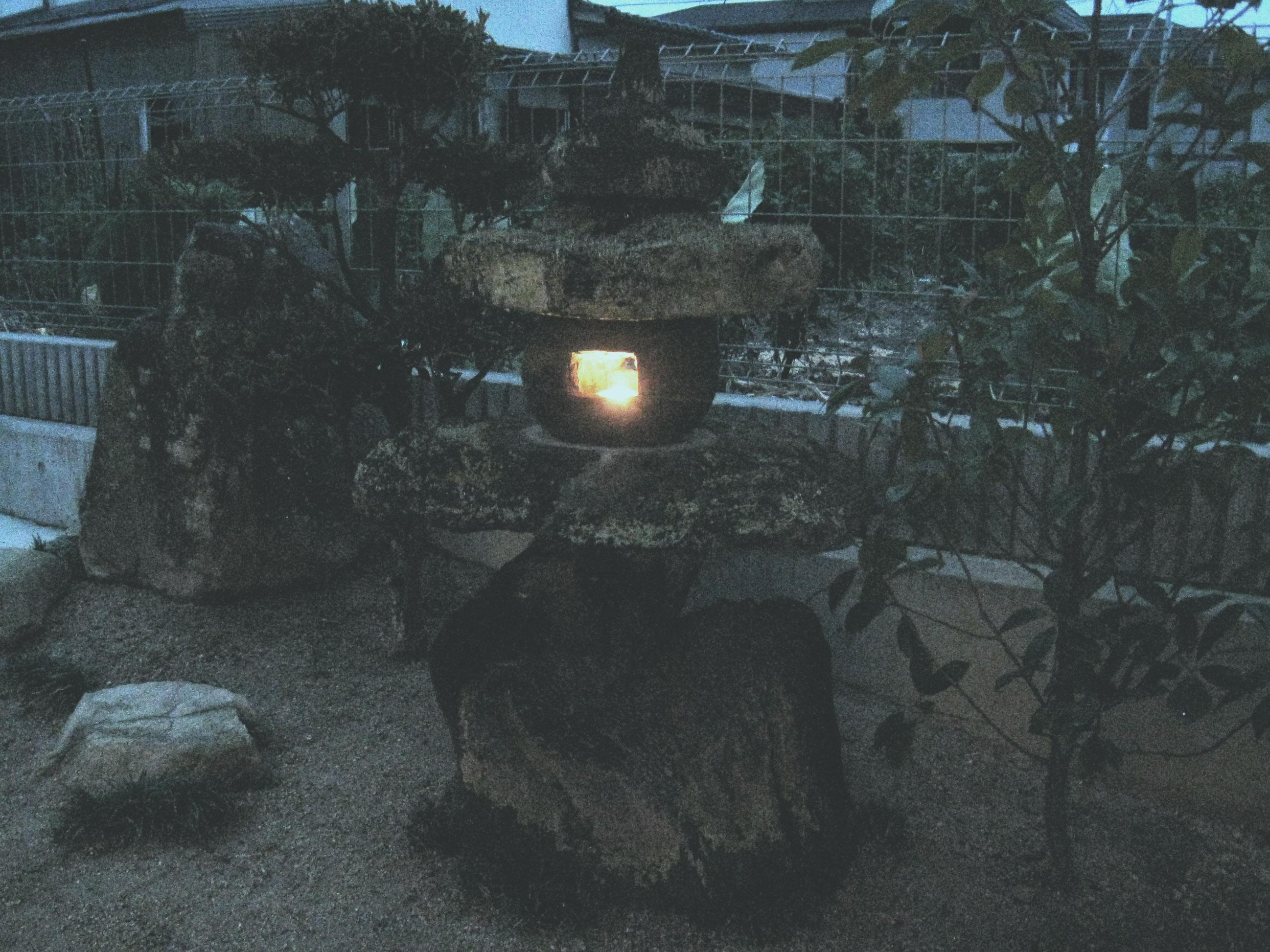 荒中邸 石燈籠