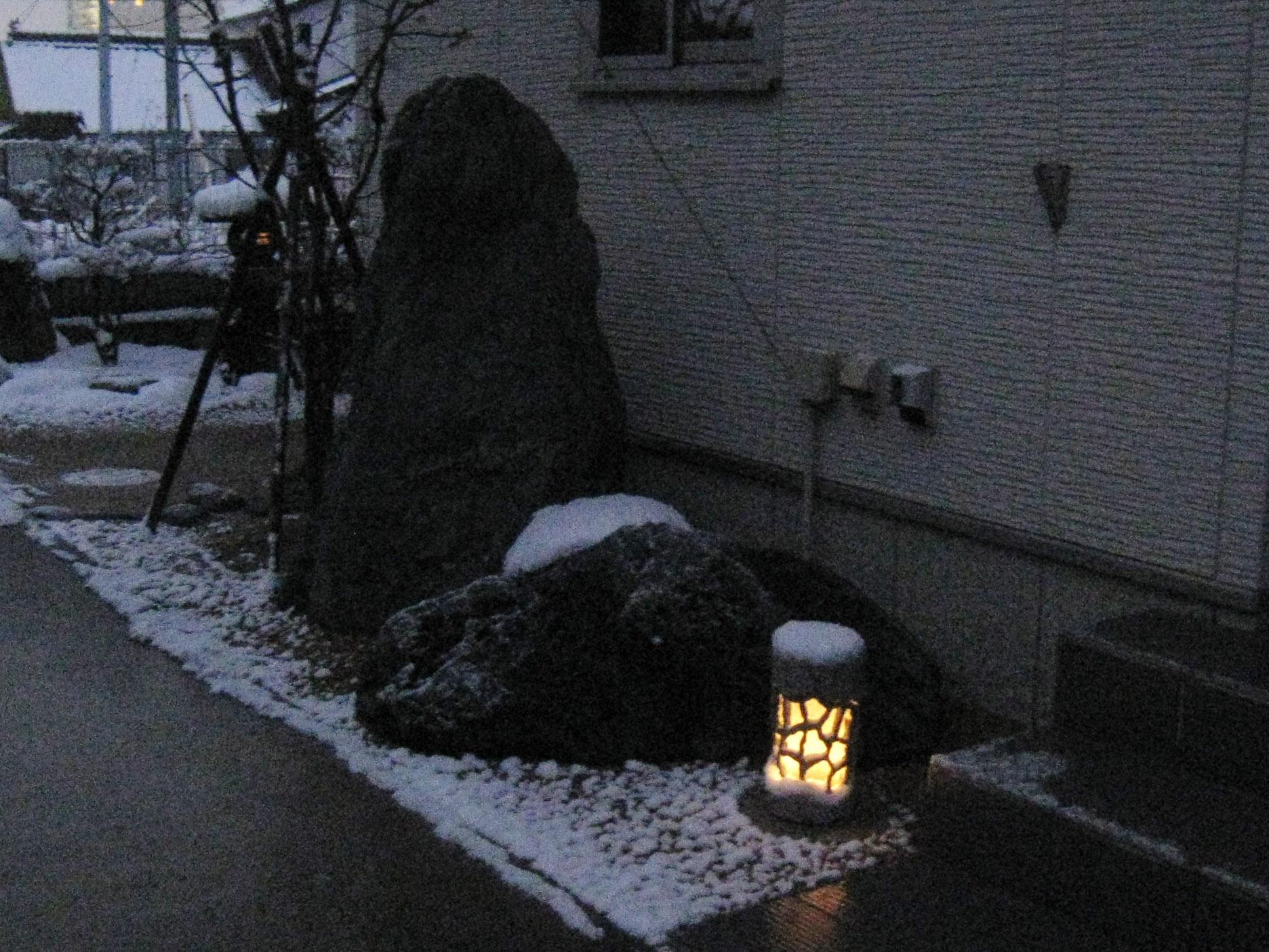 荒中邸 明かり灯篭
