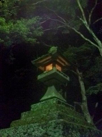 煙巖山鳳来寺の石灯籠